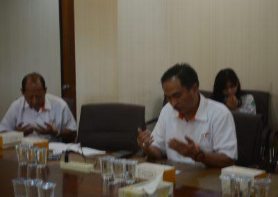 General Manager Sedang Khusyuk Berdo'a